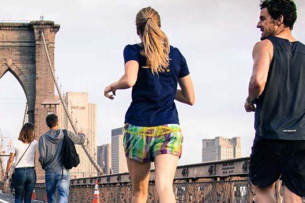 Joggen für Anfänger - Läufer auf Brücke