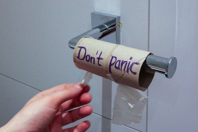 Toilettenpapier leere Rolle keine Panik