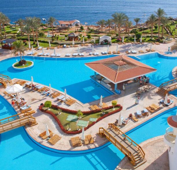 Cluburlaub - Pool am Meer
