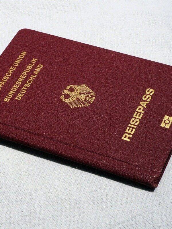 Personalausweis oder Reisepass? Was wird im Urlaub benötigt?